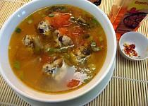 Kyselá polévka s masovými knedlíčky