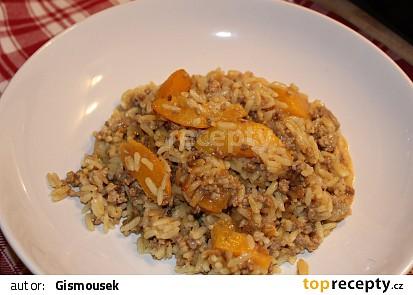 Zapečená rýže s mletým masem a broskvemi