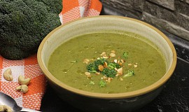 Polévka z pečené brokolice a brambor