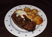 Anglická vepřová játra s bramborovými dukátky a tatarskou omáčkou