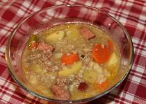 Kroupová polévka s mletým masem