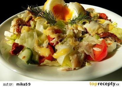 Salát s uzenou makrelou