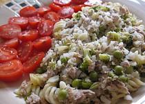 Tuňák s brokolicí, hráškem, rýží a těstovinami
