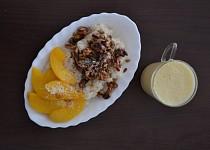 Veganský rýžový nákyp s broskvemi