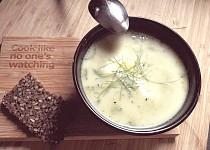 Zdravá brokolicová polévka s chia semínky