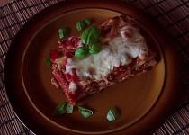Lasagne zapečené s rajčaty a mletým masem