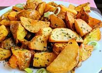 Pečené  česnekové brambory s mix bylinkami