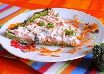 Brokolicový koláč s mrkvovou pomazánkou
