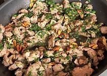 Krůtí maso s ořechy a bylinkami