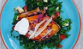 Pečené batáty se salátem