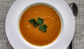 Polévka z kořenové zeleniny a máslové dýně