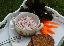 Jednoduchý ředkvičkový salát se šunkou a jogurtem