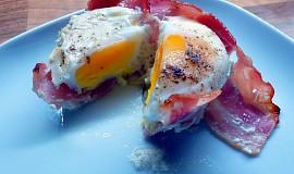 Pečené vejce v šunkovém hnízdě