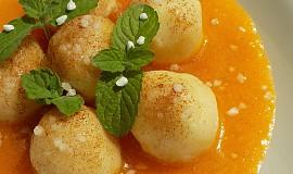 Tvarohové knedlíčky v meruňkové omáčce