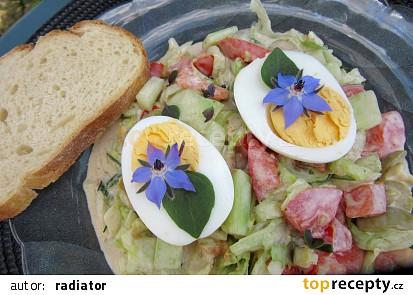 Ledový salát s bylinkovo-česnekovým dresingem
