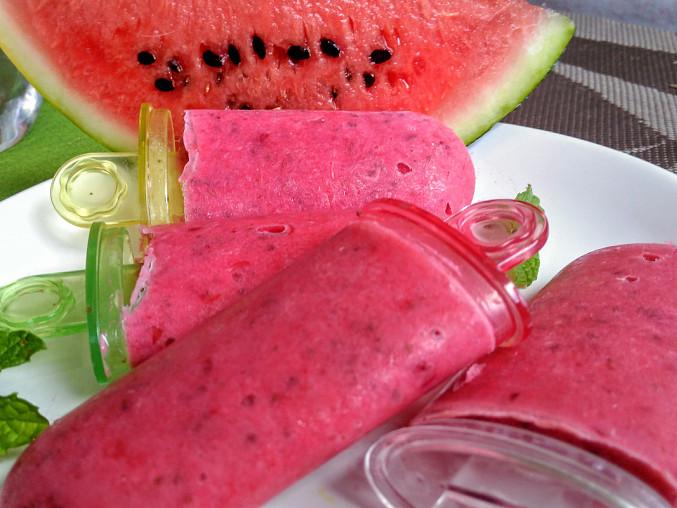 Melounovo-jahodové nanuky s mátou a chia semínky