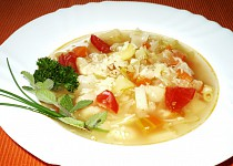 Polévka Minestrone, italská