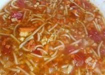 Sytá rajčatová polévka se zeleninou