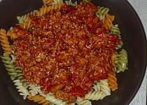 Těstoviny s mletým masem a rajčatová omáčka