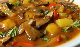 Bramborový guláš na špeku s houbami