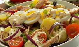 Salát z nových brambor a tuňáka