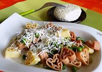 Těstoviny s hráškem a sýrem
