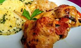 Kuřecí horní stehna plněná plátky Tyrolské šunky, paprikou a bylinkami