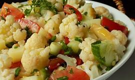 Květákový salát se sýrem