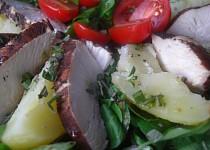 Salát s bramborami a balzamikovým kuřetem