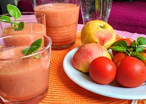 Smoothie s jablky, rajčaty a mrkví