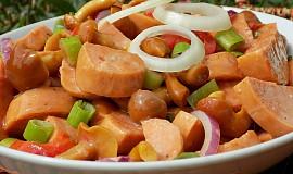 Špekáčkový salát s nakládanými houbami