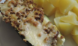 Zapečená cuketa plněná mletým masem a sýrem