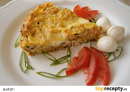 Cuketový koláč s brynzou, mozzarellou a uzeninou