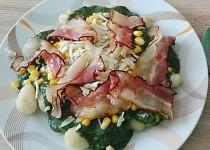 Špenát se slaninou, kukuřicí a Nivou