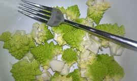 Polévka z květáku romanesco s mrkví