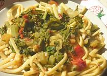 Těstoviny s mangoldem a rajčaty
