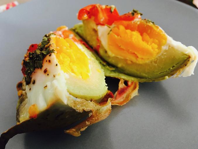 Zapečené avokádo s vejcem k snídani, Zapečené avokádo s vejcem k snídani