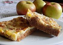Jablečný koláč s tvarohem a pudinkem