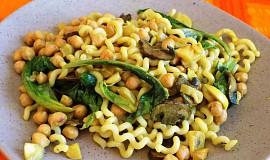 Těstoviny s cizrnou, tykví a čínským zelím