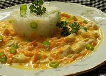Kuřecí nudličky s mrkví a smetanou