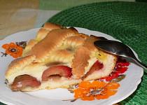 Mřížkový švestkový koláč