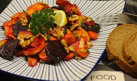 Podzimní teplý salát z kořenové zeleniny s ořechy