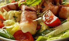 Salát s teplými schwarzwaldskými balíčky