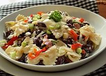 Těstovinový salát se zelím a fazolemi