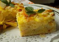 Jablkový koláč s pudinkem a mandlemi