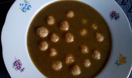 Kapustová polévka s drožďovými knedlíčky