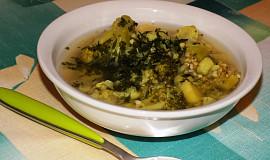 Květákovo-brokolicová polévka s pohankou