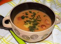 Polévka frankfurtská s párkem a bramborem