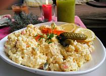 Bramborový salát  i na chlebíčky s řapíkatým celerem, jablky  a hráškem