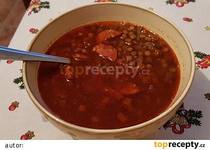 Pikantní čočková polévka s klobásou